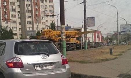ДТП автокрана и станции переливания крови в Астрахани